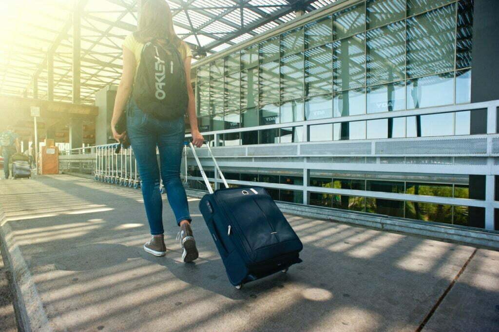 idee regalo donna sotto 20 euro donna viaggiatrice